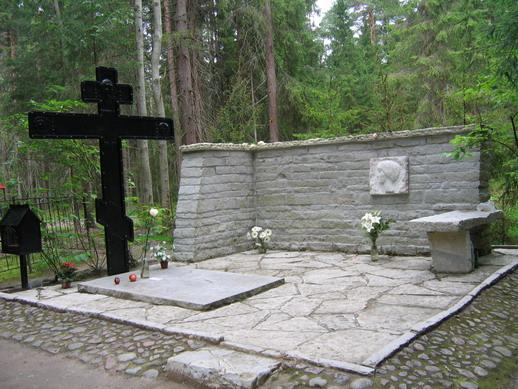 Могила Анны Ахматовой в Комарово