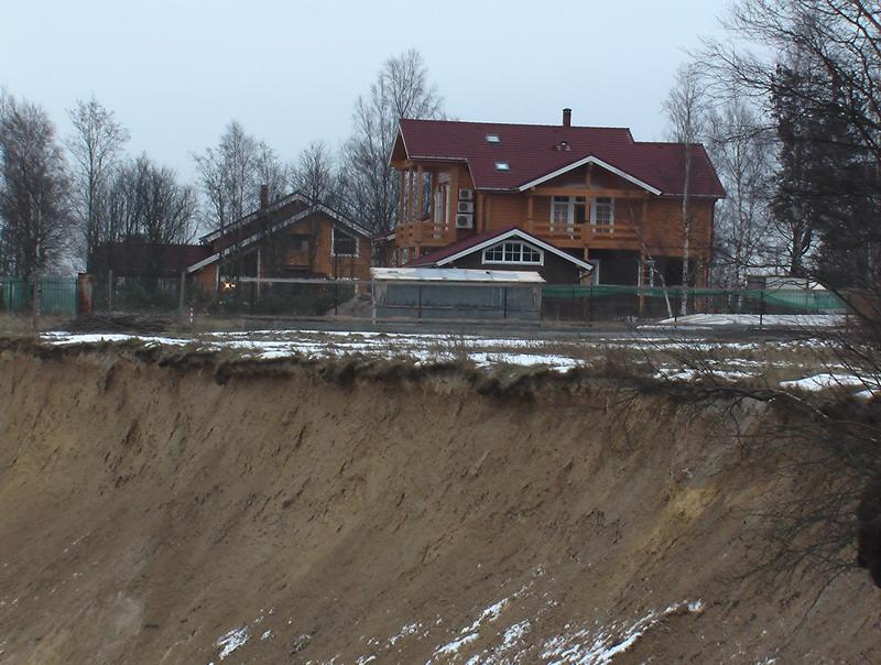 """Дом, построенный на природоохранной территории """"Поляна Бианки"""""""