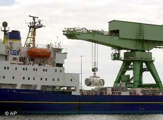 Ядерные отходы прибывают в Россию морским путем (архив)