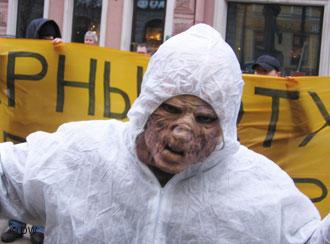 Участник одной из акций российских экологов